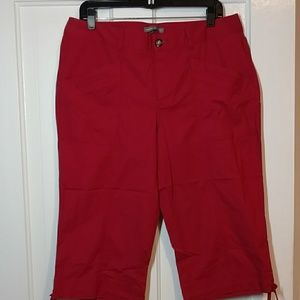 Dockers NWOT Mid-rise Curvy Red Capris Size 12